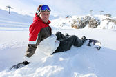Snowboarder sentou-se a fazer uma pausa — Fotografia Stock