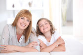 Mother and daughter spending quality time together — Stock Photo
