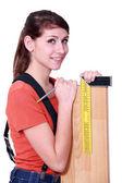 портрет молодой женщины с угловой скобкой — Стоковое фото