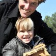 Father and son stood with birdhouse - Foto Stock