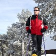 Man snowshoeing — Stock Photo