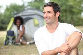 テントの前でカップル — ストック写真
