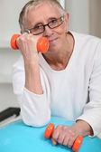 Old woman with oranges weights — Stock Photo