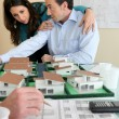 Real-estate promoter and couple — Stock Photo
