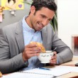 Foto Stock: Man having breakfast at home