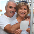 Couple choosing postcard — Stock fotografie