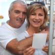 carte postale choisissant de couple — Photo