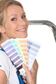 Woman choosing paint color — Stock Photo
