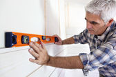 Making sure wall is straight — Stock Photo