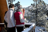 Couple arriving at their winter chalet — Stock Photo