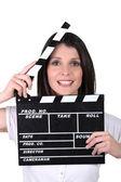 Mulher usando clap filmes — Foto Stock