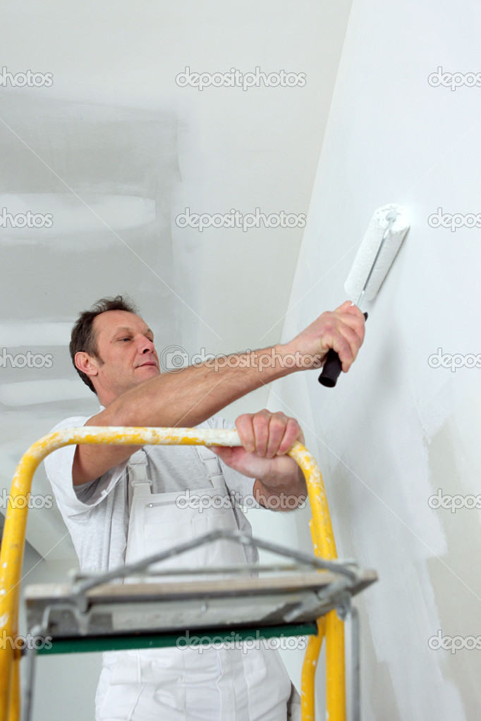 Man redecorating his house — Stock Photo #9325978