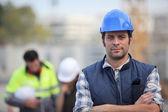 Kendine güvenen foreman inşaat sitesinde — Stok fotoğraf