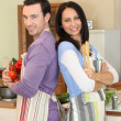 Couple stood back to back in kitchen — Stockfoto