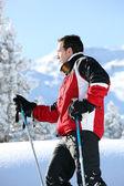 Foto de perfil de esquiador masculino — Foto de Stock