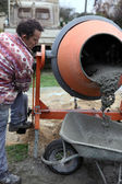 Builder using a cement mixer — Stock Photo