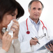 Doctor and female patient with flu — Stockfoto #9599574
