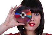 Mujer sosteniendo un disco compacto — Foto de Stock