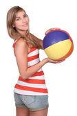 Topu tutan güzel kadın — Stok fotoğraf