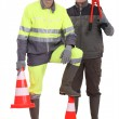 Two men stood with traffic cones — Stock Photo