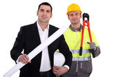 Architect en foreman werken hand in hand — Stockfoto