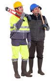 Dois construtores pensativos — Foto Stock