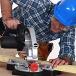 Tradesman using a mitre saw — Stock Photo