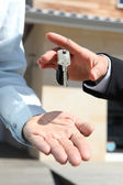 Agent handing over house keys — Stock Photo