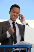 Radost podnikatel na telefonu — Stock fotografie