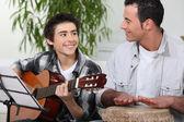 Padre e figlio, suonare insieme — Foto Stock
