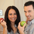 Couple eating apples — Stock Photo