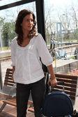 Jonge vrouw gaat op reis — Stockfoto