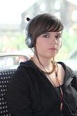 Nastolatka ze słuchawkami — Zdjęcie stockowe