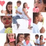 Children sucking on lollipops — Stock Photo