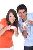 Genç bir çift bir video oyunu oynarken — Stok fotoğraf
