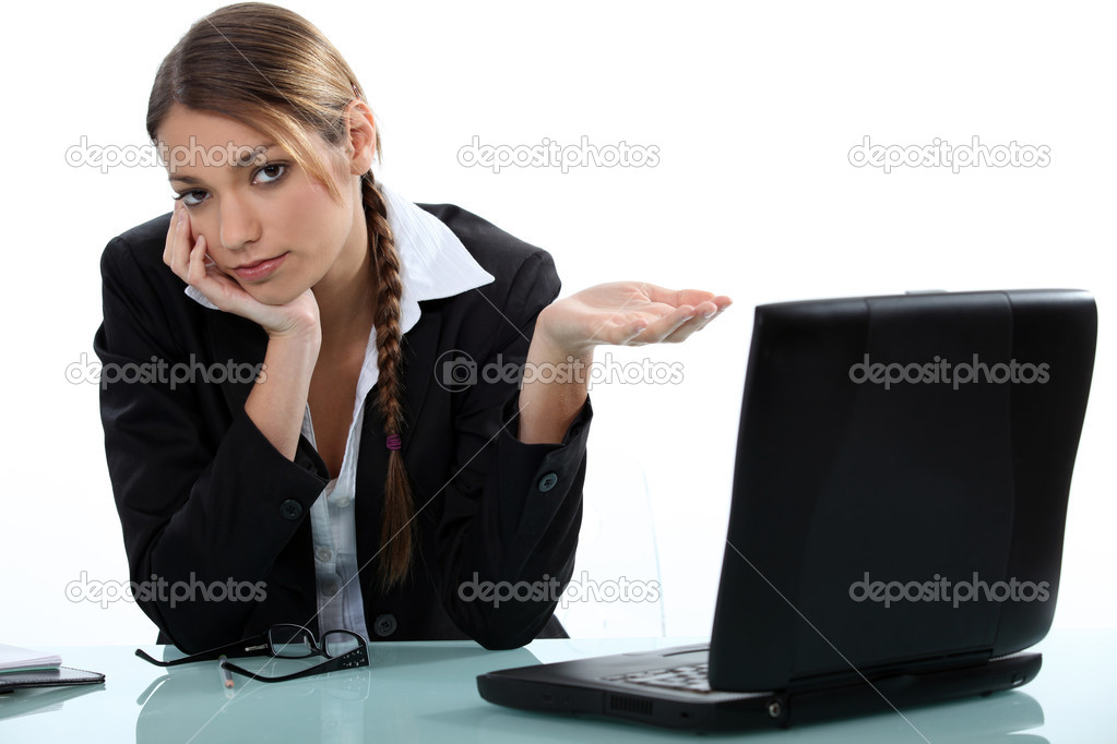 Young businesswoman before laptop feeling weary — Stock Photo #9771046
