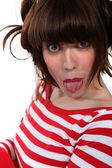 Donna conficca fuori la lingua — Foto Stock
