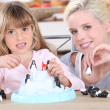 Mother playing with daughter — Stock Photo