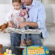 Father and daughter at home reading a book — Foto de stock #9812296