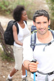 Coppia su trekking vacanza — Foto Stock