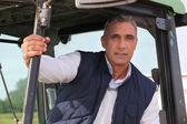 çiftçi onun traktör oturdu — Stok fotoğraf