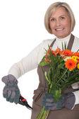 Mezza età fiorista femmina — Foto Stock