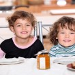 Children snacking — Stockfoto