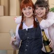 Two women celebrating house move — Stock Photo