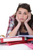 Gelangweilte student mit einem haufen hausaufgaben — Stockfoto
