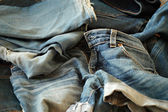 Montón de pantalones vaqueros — Foto de Stock