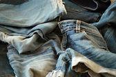 Yığın kot pantolon — Stok fotoğraf