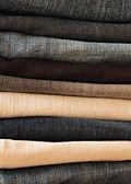 Piegato vecchi blue jeans — Foto Stock
