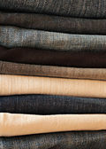 Velhos dobrados blue jeans — Foto Stock