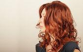 Zrzavé vlasy žena — Stock fotografie